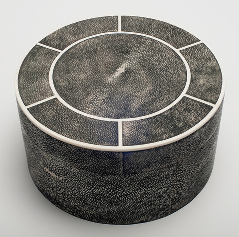 H9-01_circular_jewellery_box_in_shagreen_and_bone__large_1_main