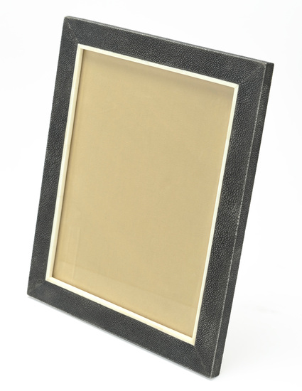 M7-01_photoframe_in_shagreen_and_bone_8_x_10__thin_frame_1_main